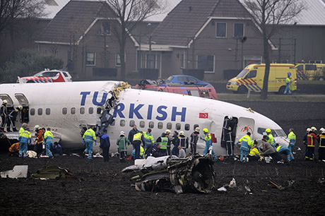 http://www.happyhotelier.com/wp-content/uploads/2009/02/turkish-airlines-plane-crash-at-schiphol.jpg